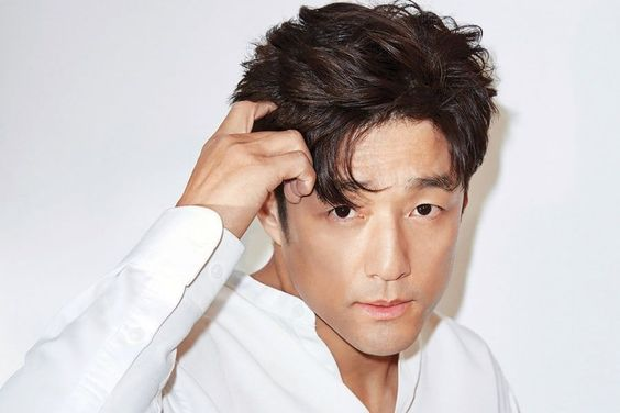 "Ji Jin Hee In Talks To Lead Korean Remake Of ""Designated Survivor"""