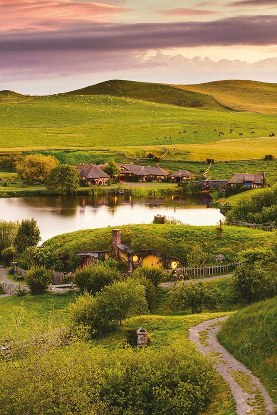 Hobbiton Tours, A Public Tour in New Zealand of the Real Hobbit Village From the 'Lord of the Rings' & 'Hobbit' Films: