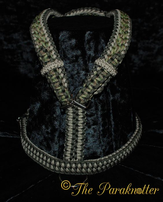 "*Exclusive* Dog Tracking Harness ""Multicam"". (backside)  ‪#‎Paraknotter‬ ‪#‎Handmade‬ ‪#‎Paracord‬ ‪#‎Paracord550‬ ‪#‎Adjustable‬ ‪#‎dogharness‬ ‪#‎paracorddogharness‬"