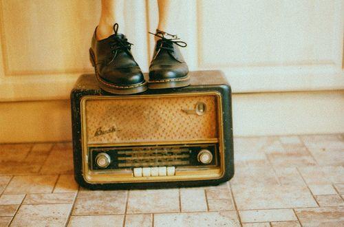 Imagem de vintage, shoes, and radio