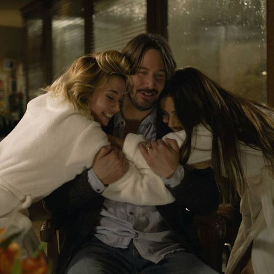 Released trailer and new Knock Knock images, with Keanu Reeves - News - Cinema10.com.br