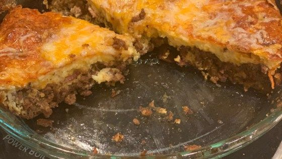 This Crustless Cheeseburger Quiche Made With Ground Beef Bacon And Cheddar Cheese Is A Weeknight Dinner Option That S Atkins Fr Quiche Recipes Recipes Quiche