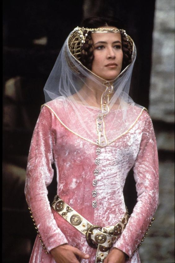 Braveheart - Sophie Marceau as Princess Isabella wearing a pink crushed velvet dress. Her accessories include a white belt with big buckle a...:
