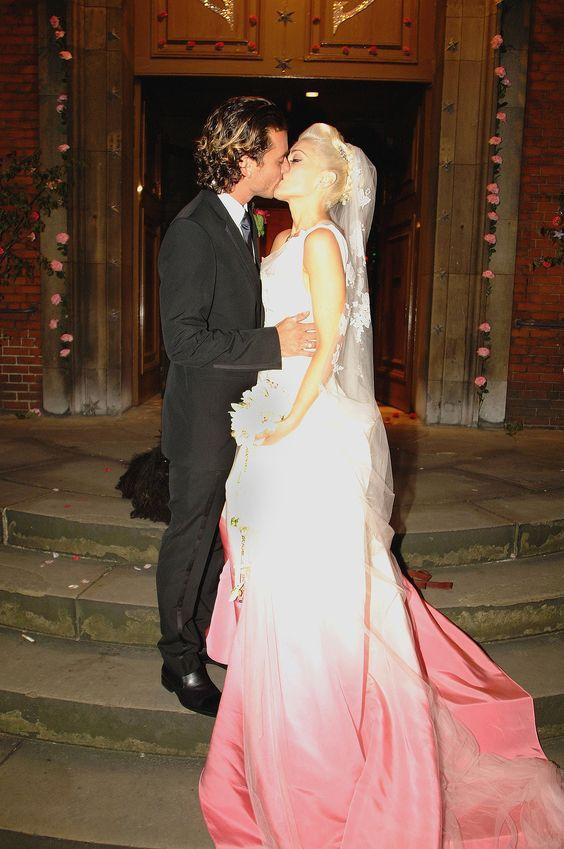 Gwen Stefani gab Gavin Rossdale das Ja-Wort in einem Kleid von John Galliano im Batik-Look.