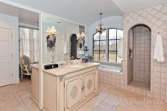 I like this layout....traditional master bedroom open to bathroom | 20120102_MorehOaks_MasterBath-1804-