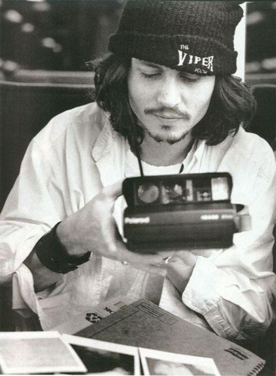 Kate MossJohnny Depp avec un bonnet Viper Room Eddie Vedder de Pearl Jam au début des années 90Drew Barrymore Plus de photos des 90's