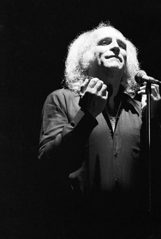"""Léo Ferré... J' aurais aimé vous connaître au-delà d'un simple demi après votre spectacle, en 1970, """" Au Galopin"""", vous aviez chanté les chansons d' Amour Anarchie, avant la sortie du 33 tours! Vous étiez accompagné de Maria, et de Paul. Soirée inoubliable... La Mémoire et la Mer"""", reste ancrée dans mon cœur. Merci!"""