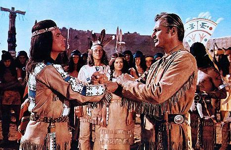 """Blutsbrüder bis in alle Ewigkeit: Winnetou (Pierre Brice) und Old Shatterhand (Lex Barker) in """"Winnetou I"""" (1963)"""