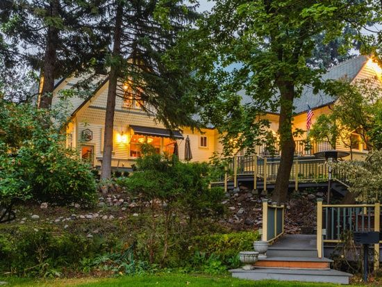 2215 Raymond Ave Missoula Mt 59802 Mls 21712504 Zillow Abandoned Mansion For Sale Missoula Montana Old Houses