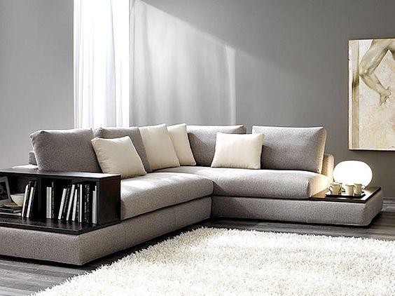 Divano angolare in tessuto grigio con piano d appoggio e for Divano angolare