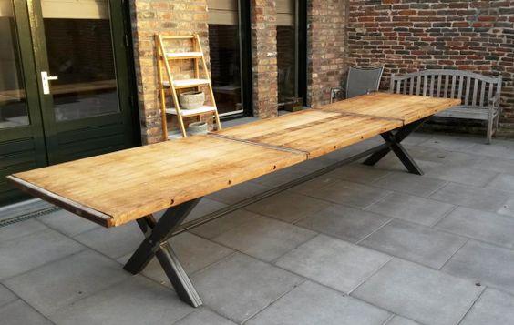 Stafel onderstel met hardhouten steenschotten tafelblad. Gadero Productnr: LDS334