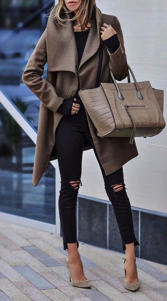 brown details casual outfit