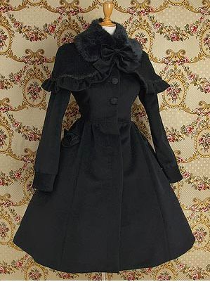This Mary Magdalene black coat is from the 2008 release. It features velvet removable bows and a capelet. The condition is very good, but it misses the belt and the fur. There are roses on the buttons and lace on the pockets and the capelet. This coat will be shipped in a Mary Magdalene official bag