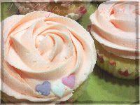Cupcakes de coco y piña, con almíbar de ron y buttercream de chocolate blanco