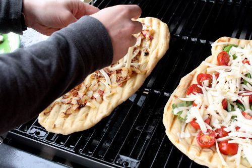 Grilled flatbread, Recipe for pizza and Pizza on Pinterest