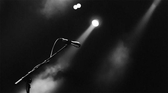 In ihrer ersten Kolumne auf LangweileDich,net erzählt Singer Songwriterin Emma Longard über die seltsamen Vorstellungen bzgl. der Einnahmen hauptberuflicher MusikerInnen. Erinnert mich ein bisschen an das Bloggen... :)