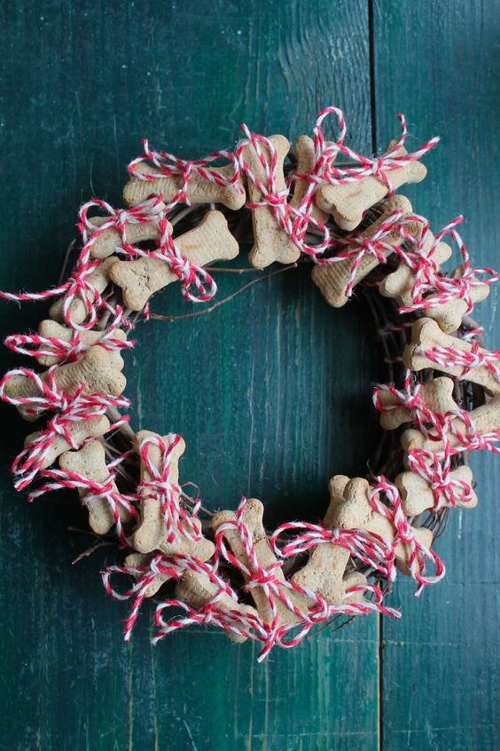 Dog Biscuit Countdown Wreath | Family Chic by Camilla Fabbri ©2009-2014. All rights reserved. The blog