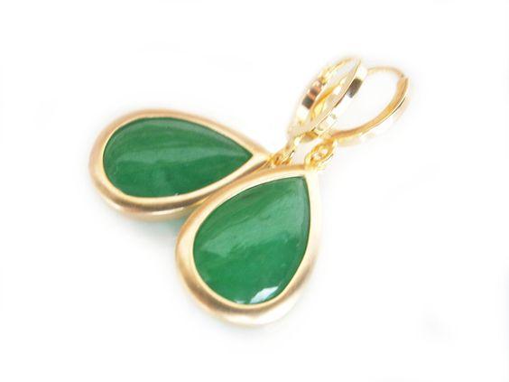 Gold plattierte Creolen Ohrringe Jade grün Tropfen von DeineSchmuckFreundin - Modeschmuck und Accessoires auf DaWanda.com