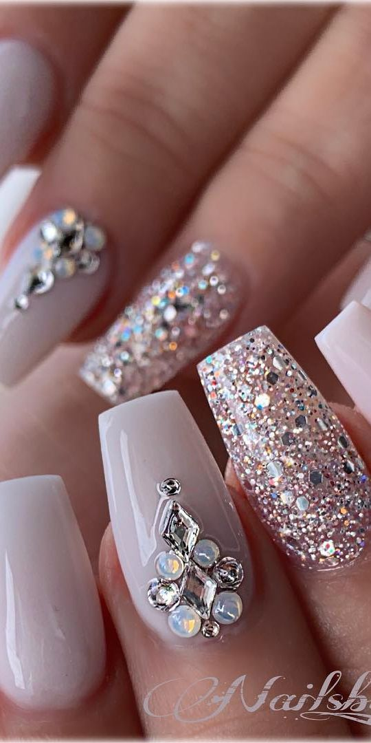 21 Elegant Coffin Acrylic Nails Design You Should Try Right Now Coffin Shaped Nails With Rhinesto Nails Design With Rhinestones Rhinestone Nails Luxury Nails