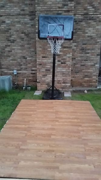 Basketball court diy pallet and outdoor furniture pallets for Homemade basketball court