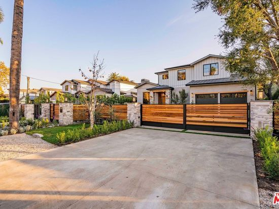11584 Dilling St Studio City Ca 91604 Mls 19534006 Zillow In 2020 House Exterior Studio City Dream House Exterior