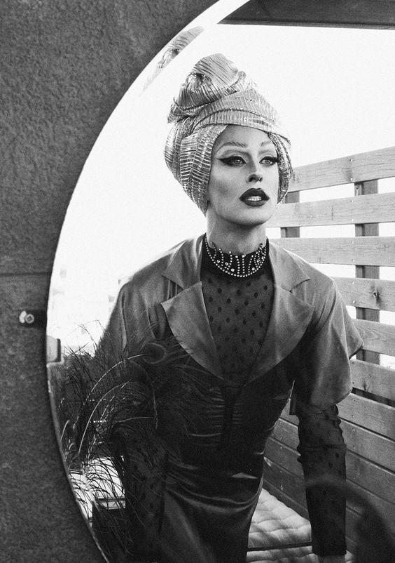 Marina y la feminidad de Joan Galo x Víctor Martimore