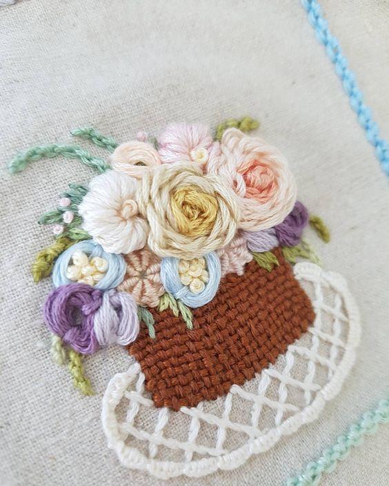 프랑스자수..꽃바구니..중급과 고급어딘가..#프랑스자수 #꽃자수#바스켓스티치#바스켓자수#꽃바구니자수#embroidery #stitching #needlepoint #ricamo #bordado#bordados#needlework #입체자수#취미자수#별헤는자수#창작자수#불펌앙대요#스텔라자수