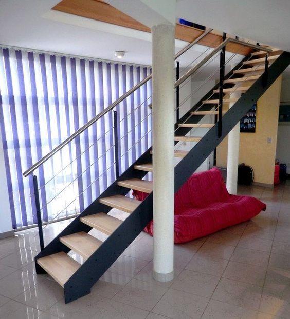 Escalier Design A Limon Metal Et Bois Droit Garde Corps Inox Et Metal Avec Images Escalier Droit Escalier Design Escalier