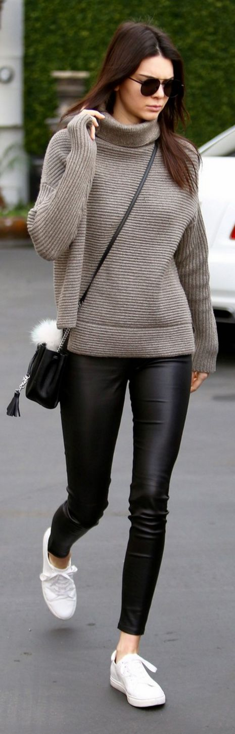 Kendall Jenner: Sweater – Aritzia Purse – Saint Laurent Key Chain – Fendi: