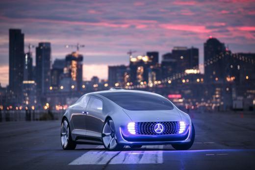 Blick in die Zukunft: Der Mercedes F015 soll ohne Hilfe eines Fahrers autonom unterwegs sein und all den Luxus bieten, den man von einem Mercedes auch in der Zukunft erwartet.