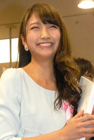 『ありがとう45周年!みんなのサザエさん展』オープニングセレモニーでの三田友梨佳アナの画像