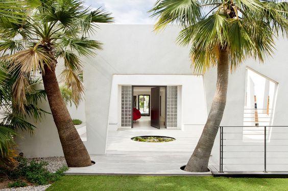 Modern Eingang & Garderobe by frederique pyra legon architecte
