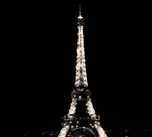 Belíssima iluminação da Eiffel