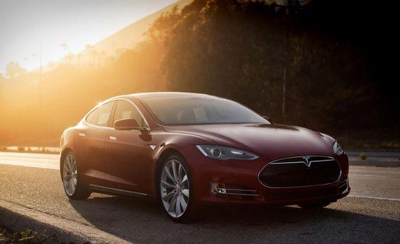 Хакеры взломали и управляли Tesla Model S на ходу - http://russiatoday.eu/hakery-vzlomali-i-upravlyali-tesla-model-s-na-hodu/          Компания Tesla Motors сообщила, что выпустила обновление программного обеспечения, которое устраняет изъян в системе безопасности седана Tesla Model S, который мог позволить хакерам