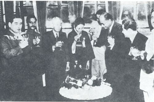 1940s - SC Bose giving toast to the Emperor of Japan