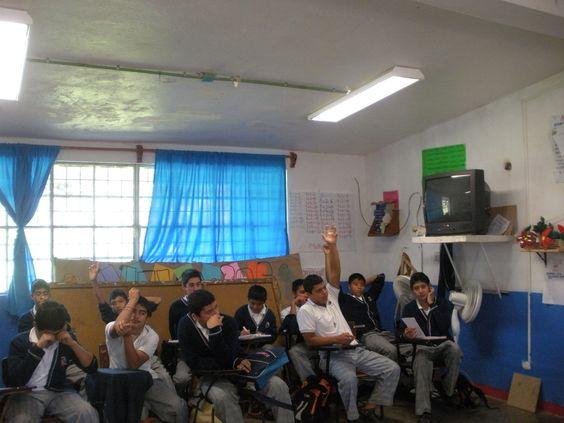 Quinto día de práctica: Participación de la postura en contra, durante el debate.