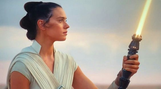 Rey yellow lightsaber from Rise of Skywalker