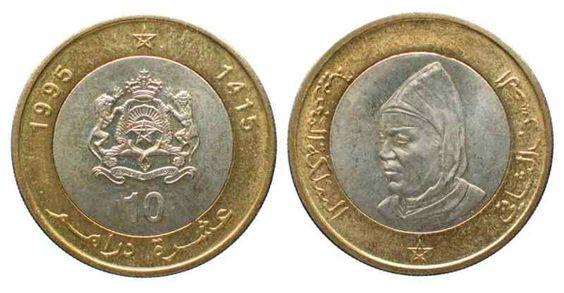 """Dirham marroquino (1960-em uso) (x) 10 dirhams (1995) O: efígie do rei Hassam II (1929-1999, rei de Marrocos entre 1961-1999), um pentagrama e em árabe o nome do rei e """"Reino de Marrocos"""", data como no calendário islâmico/R: brasão de armas (um pentagrama perante a representação das Cordilheiras do Atlas, um Sol nascente e uma coroa real, dois leões segurando o escudo e abaixo a inscrição do alcorão em árabe """"Se acudires a Deus, ele acudir-te-á"""", valor e em árabe """"reino do Marrocos"""") e…"""