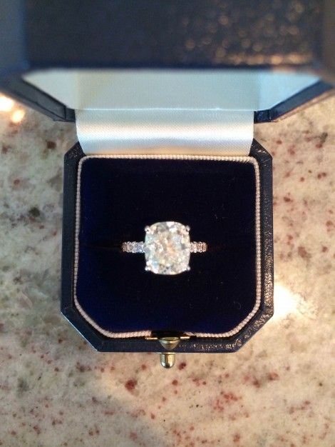 3 64 ct elongated cushion cut center diamond 1 00 ct total for thin eternity