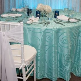Tiffany Blue wedding inspiration. This would be the perfect table linen for a spring wedding at Prairie View Golf Club!