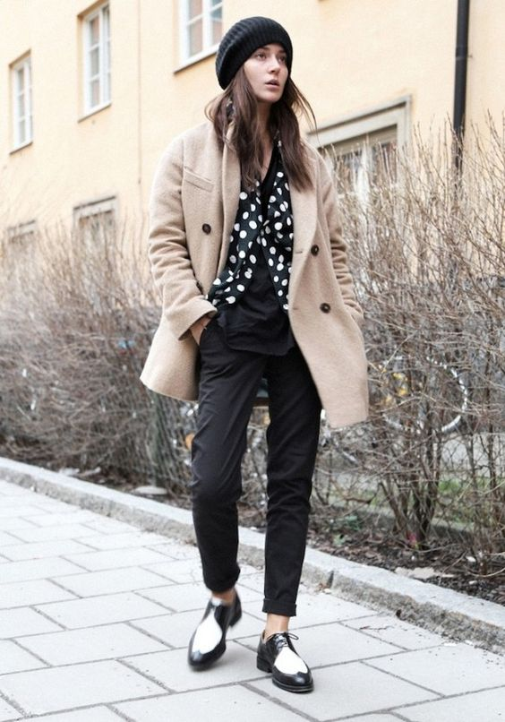 Cold weather chic: trench coat + polka dot blouse + beanie