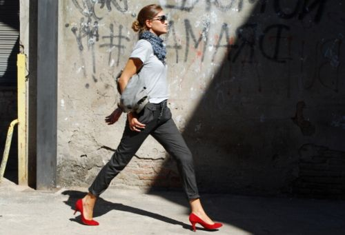 : Fashion Style, Red Shoes, Street Style, Red Heels, Fashion Inspiration, Redshoes, Spring Summer Outfits, Summer Spring Outfits, Red Pumps