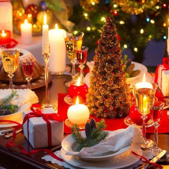 Table de Noël classique  http://www.homelisty.com/table-de-noel/