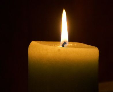 Encender 6 velas amarillas y 6 velas doradas