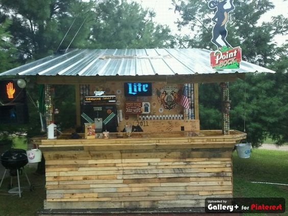 Homemade bar made from old pallets and beams beer for Homemade outdoor bar