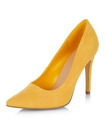 Escarpins jaunes pointus