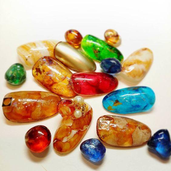 大人の夏ネイル!天然石ネイルで美しいニュアンスを楽しむデザイン 120選
