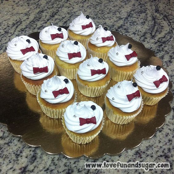 Ponquecitos: Corbatín Rojo (Para Boda Civil). Love, Fun and Sugar. #cupcake #ponquecito #cupcakes #ponquecitos #lovefunandsugar #yummy #ñomi #dessert #dulces #postres #bake #baking #cook #cooking #cake #cakes #pastries #pasteleria #patisserie #cocina #sugar #sweet #delicious Link-> http://www.lovefunandsugar.com/2015/10/ponquecitos-corbatin-rojo-para-boda.html