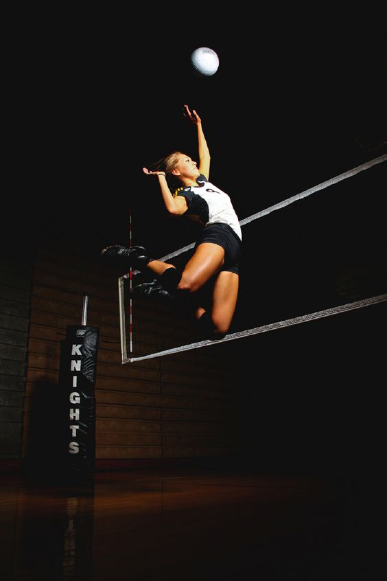 senior volleyball pictures...Ok I want this one too!:) OMG! Have to remember this one!