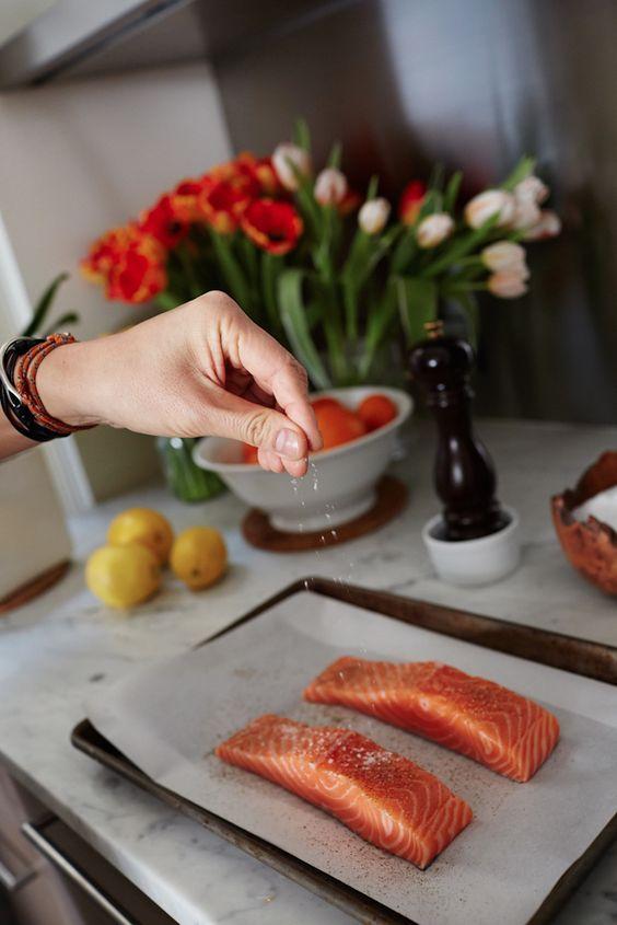 peter_som_fashion_designer_nyc_home_kitchen_cooking_salmon_fillets_microgreen_salad_eye-swoon_athena_calderone_winnie_au_photography-18